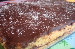 Tarta de galletas con natillas, chocolate y coco