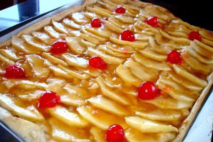 Tarta de manzana de hojaldre y crema pastelera sin lactosa