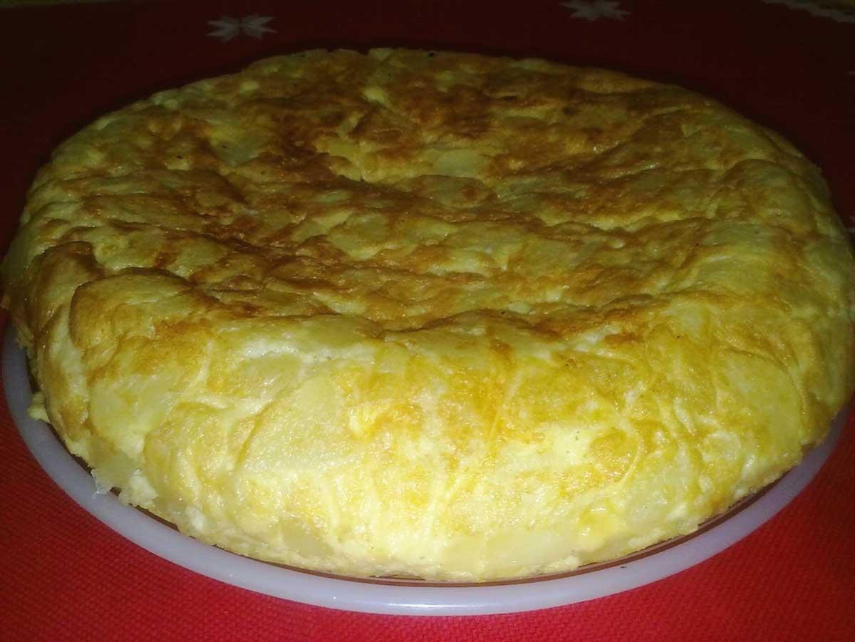 Tortilla de patatas con cebolla súper grande