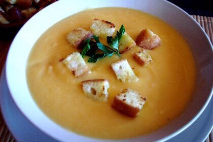 Crema de calabacín y zanahorias al puntito de ajo tostado con picatostes sin lactosa