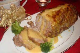 Redondo de cerdo con salsa de cebolla y zanahorias