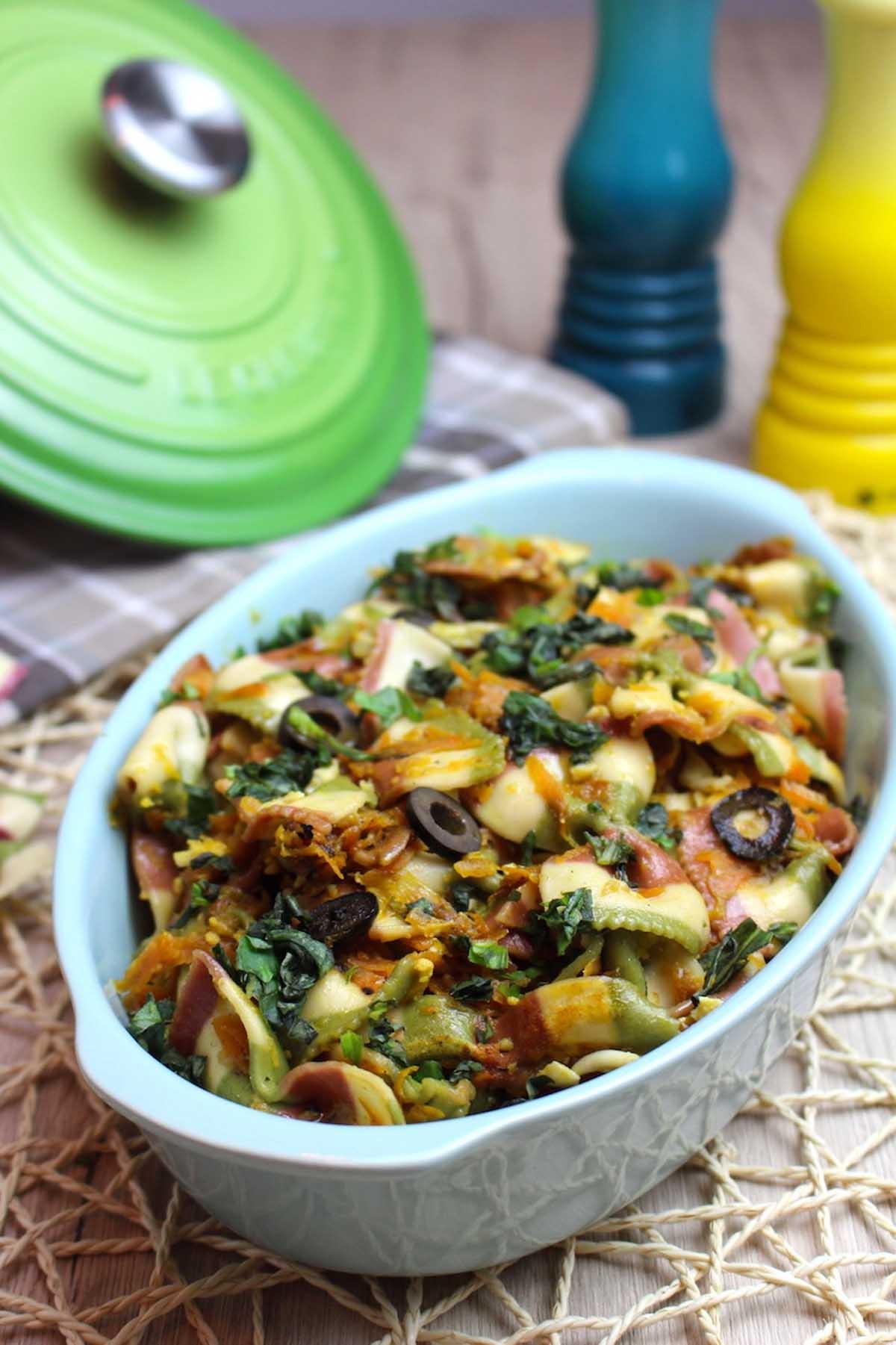Lacitos de de pasta con verduras y albahaca sin lactosa | Farfalle tricolori