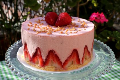 Tarta Mousse de fresas sin lactosa. Tarta fraisier