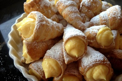 canutillos o conos de hojaldre rellenos de crema