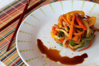 Wok de verduras salteadas con soja