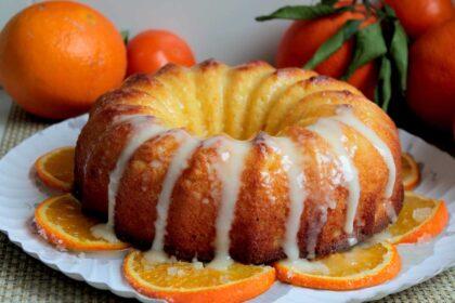 Bizcocho de naranja sin lactosa glaseado