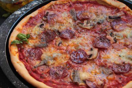 Pizza masa fina con pepperoni sin lactosa