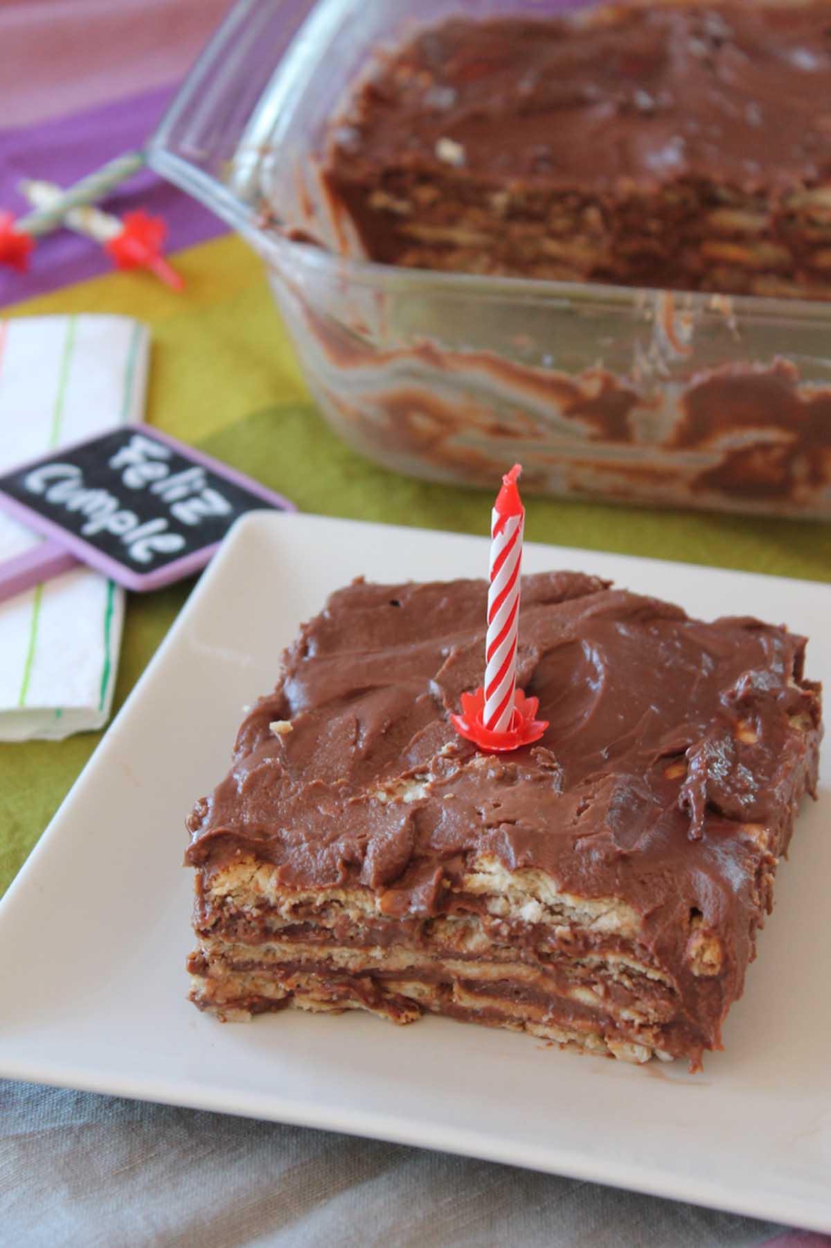Tarta de la abuela de galletas, natillas y chocolate