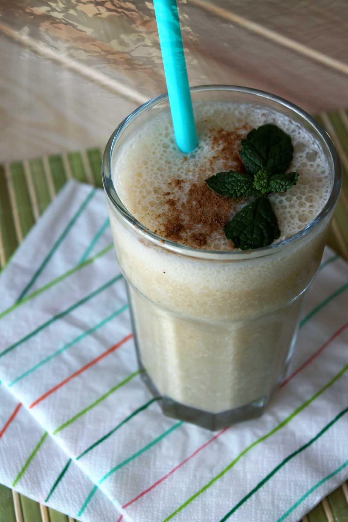 Smoothie o batido de avena, plátano y coco sin lactosa