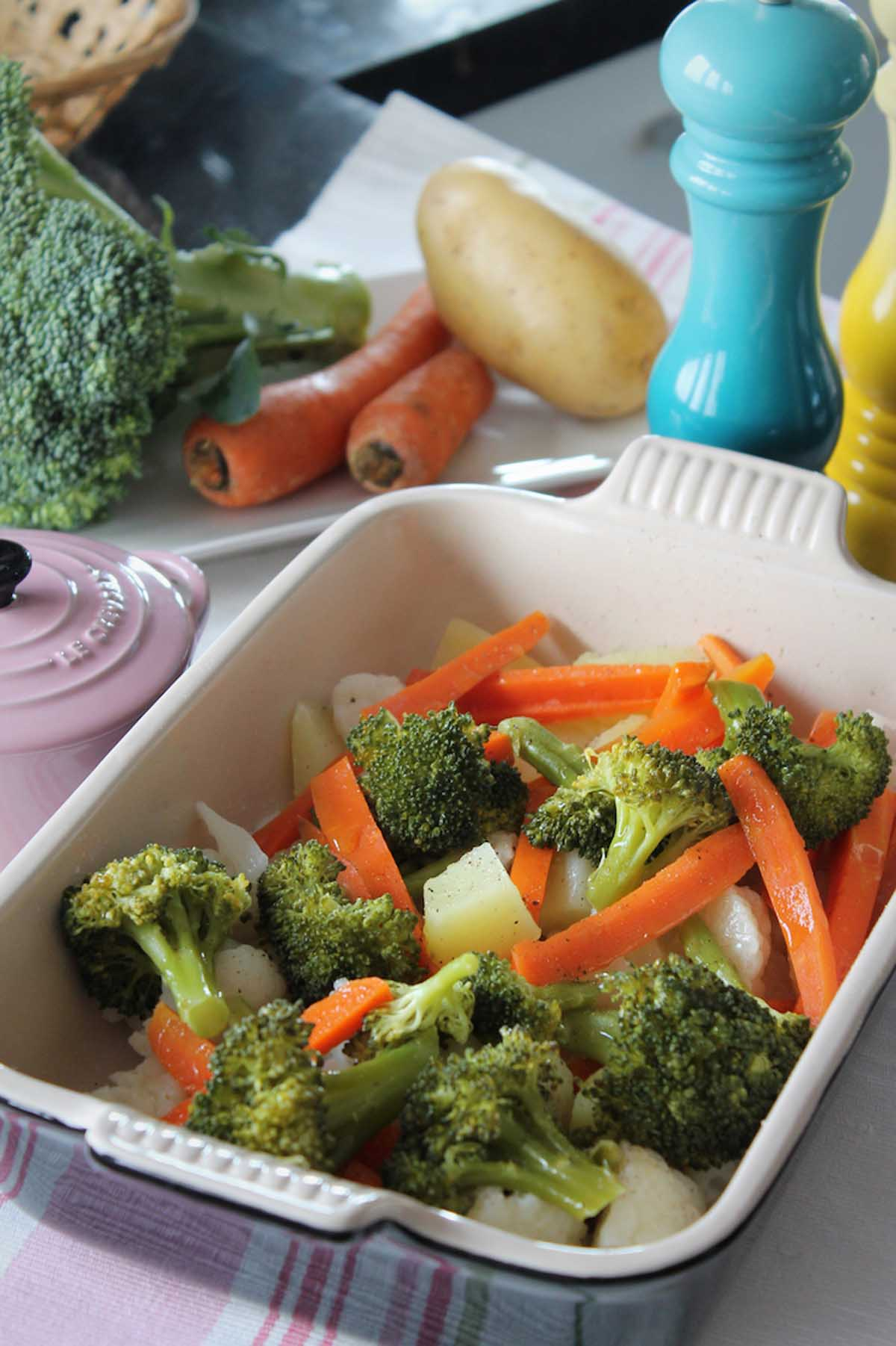 Verduras al vapor. Brócoli, coliflor, patata y zanahoria al vapor