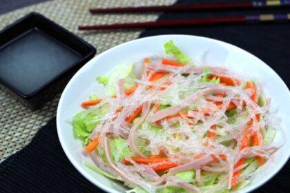 Ensalada china con salsa blanca agridulce