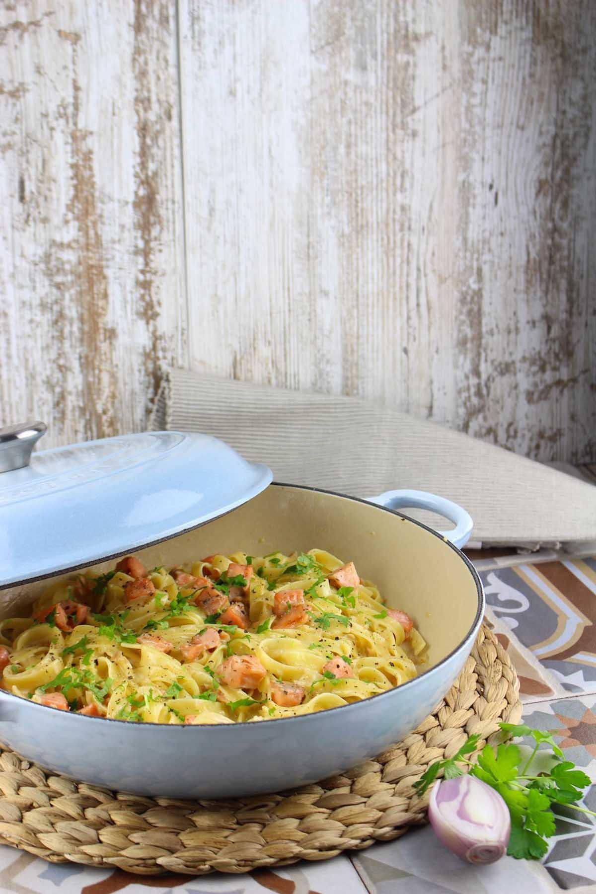 Pasta con salmón ahumado sin lactosa (Taggliatelle)