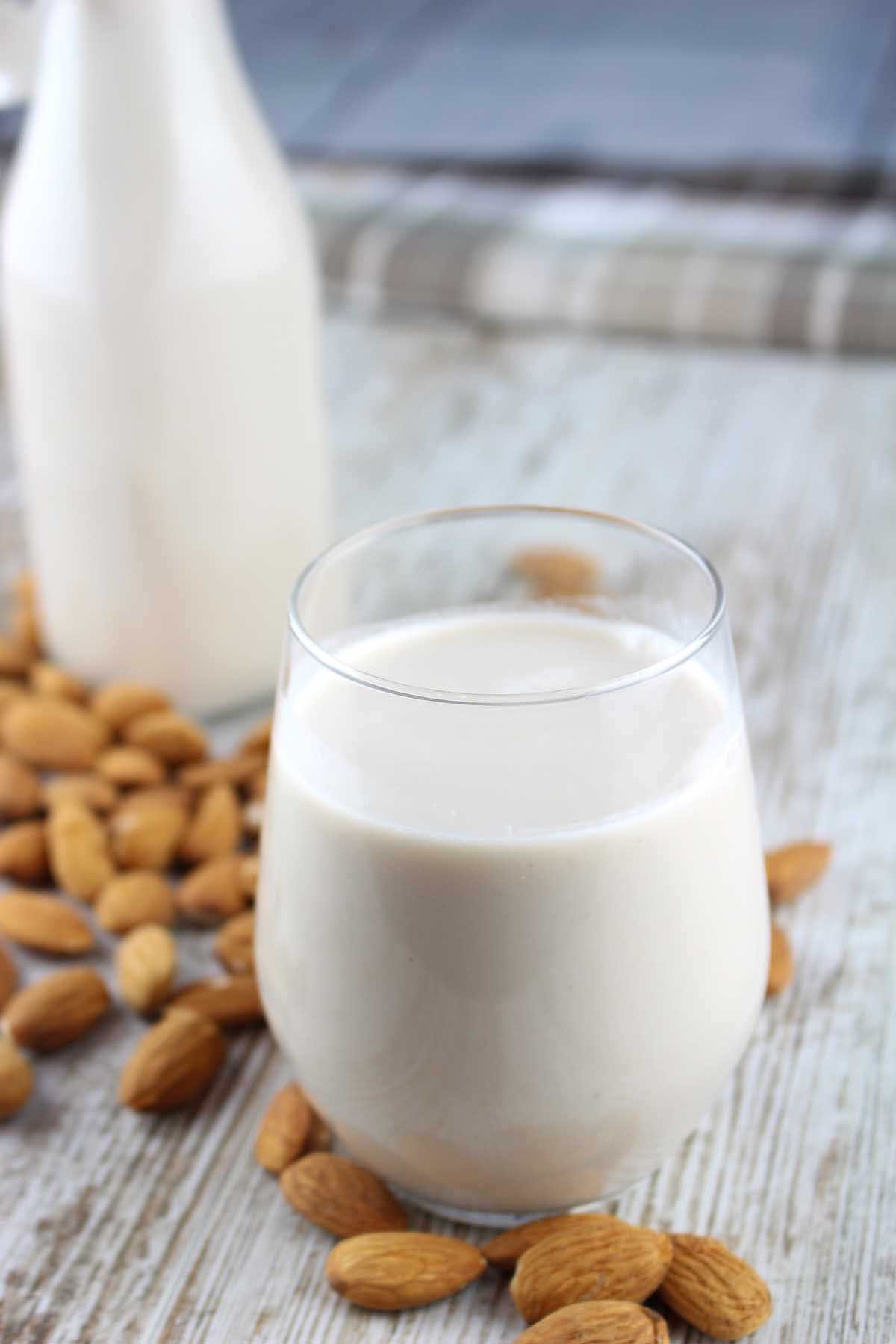Leche de almendras. Cómo hacer leche vegetal sin lactosa