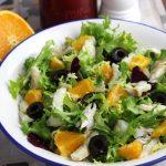 Ensalada con bacalao, naranja y escarola