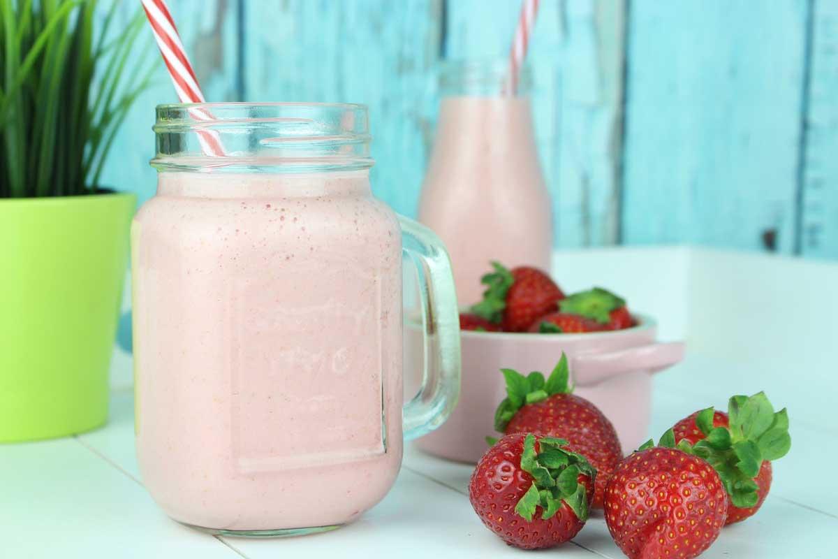 Batido de fresa sin lactosa o smoothie saludable
