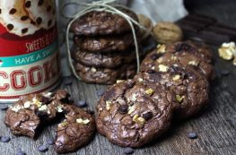 Galletas de chocolate y nueces sin lactosa. American cookies