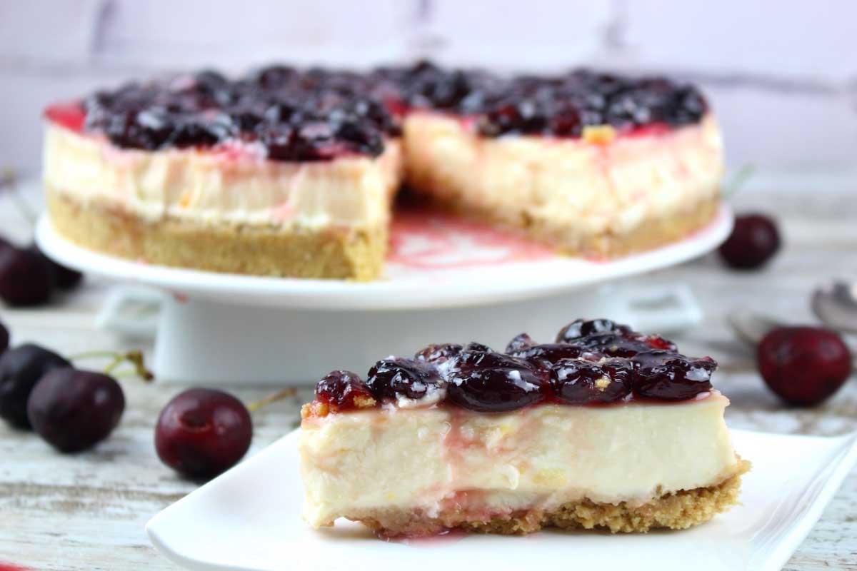 Tarta de queso sin lactosa con cerezas sin horno