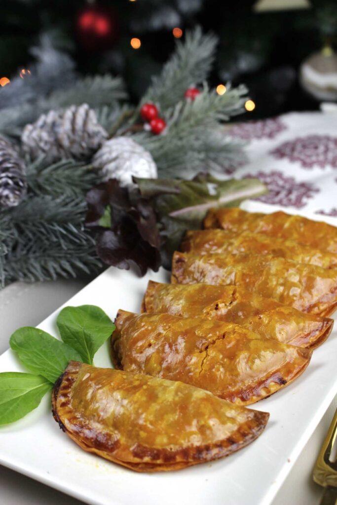 Empanadillas de bonito, pulpo y pimientos del piquillo