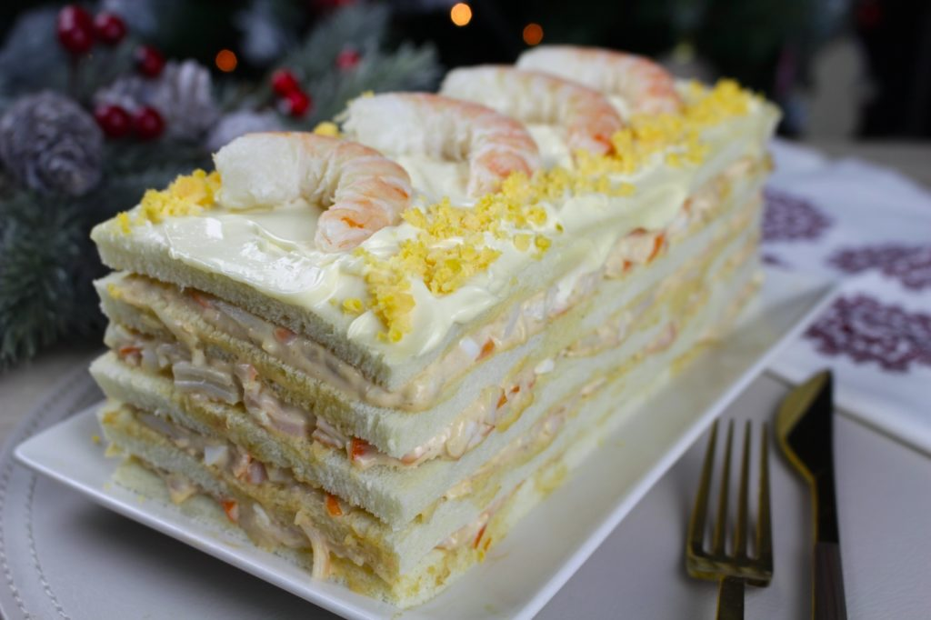 Pastel salado de marisco con surimi, atún, langostinos y pan de molde