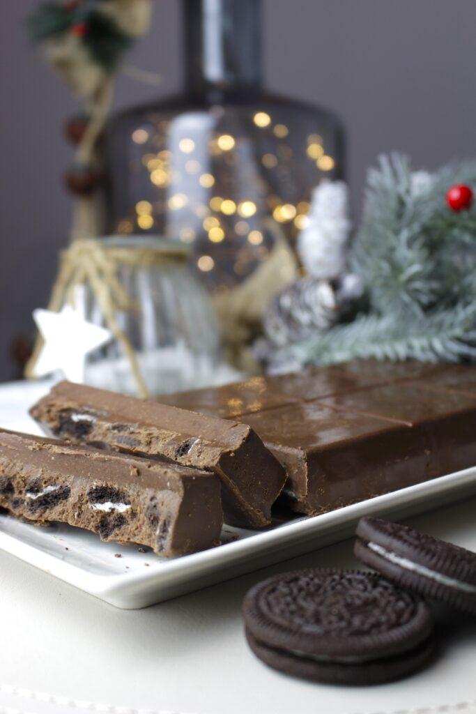 Turrón de chocolate y praliné de avellanas con oreos