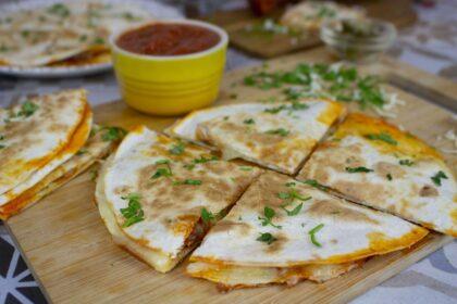 Quesadillas de queso, chorizo y jalapeños sin lactosa