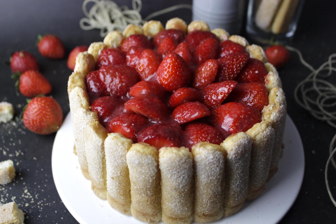 Tarta charlotte o carlota de fresas sin lactosa